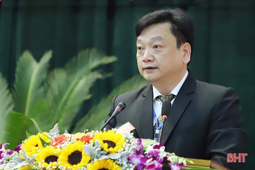 Giám đốc Sở TN&MT Hồ Huy Thành là người đăng đàn trả lời đầu tiên.