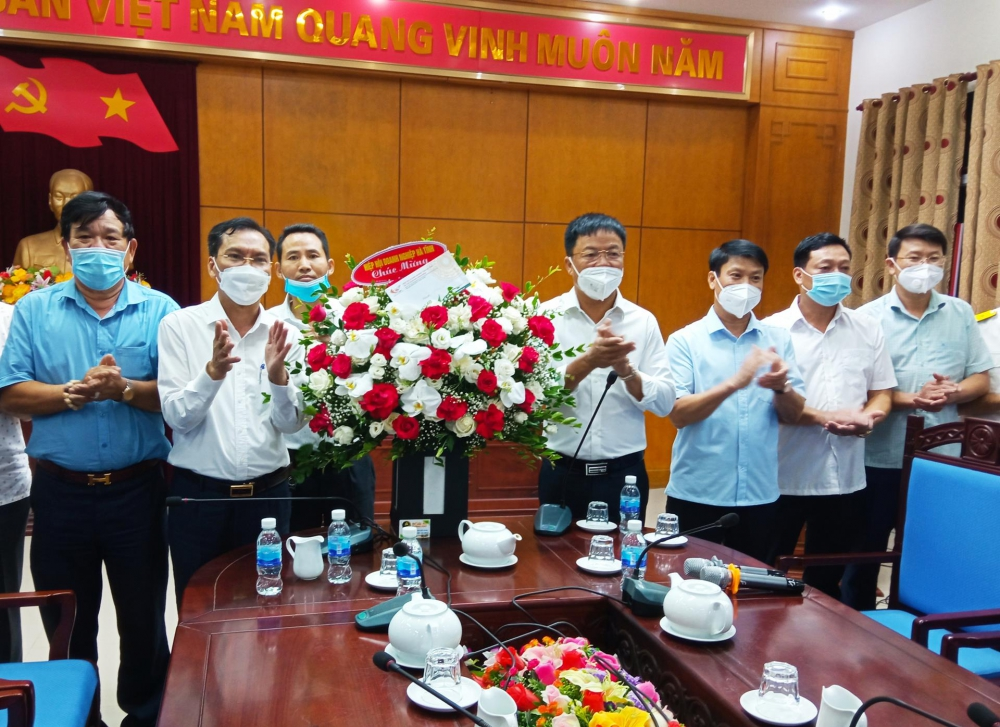 Thường trực huyện ủy làm việc với Hội doanh nghiệp huyện Đức Thọ