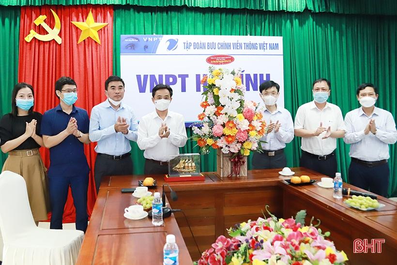 Lãnh đạo Hà Tĩnh chúc mừng doanh nghiệp nhân ngày Doanh nhân Việt Nam