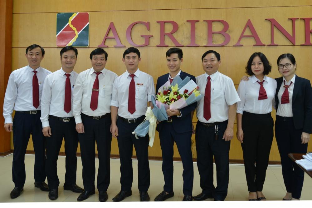 Hà Tĩnh: Agribank thưởng nóng cán bộ trả lại tiền cho khách hàng bỏ quên.