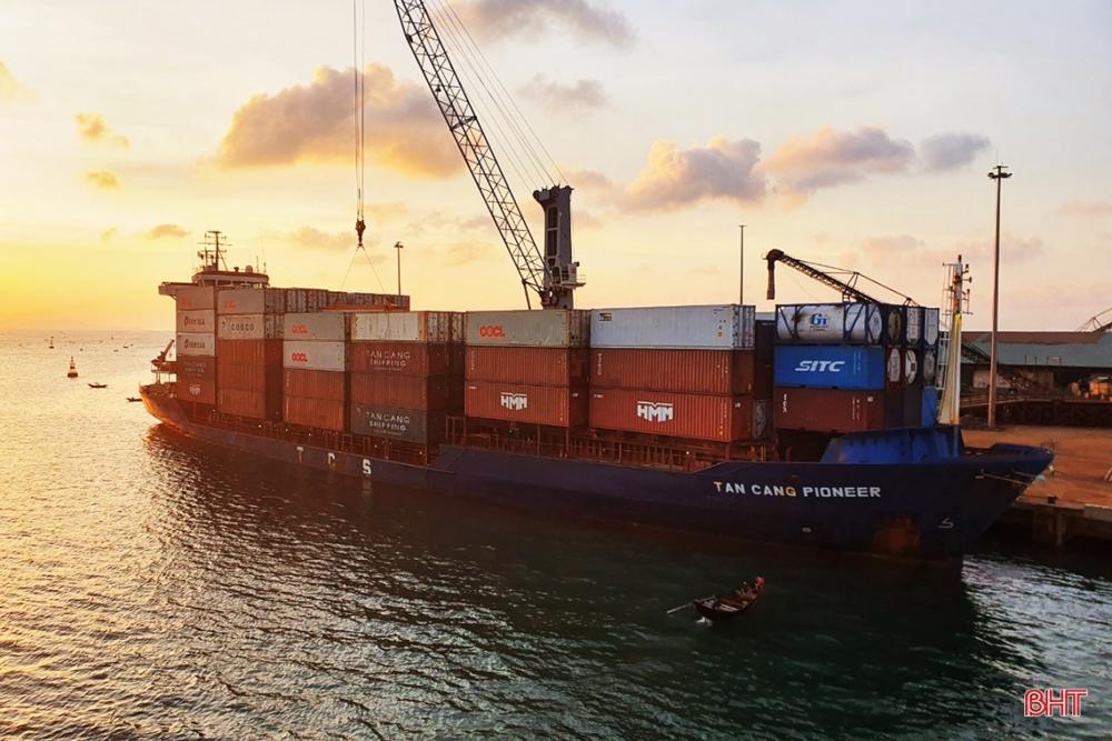 Cảng quốc tế Lào - Việt đón tàu container đầu tiên của Tân Cảng Sài Gòn