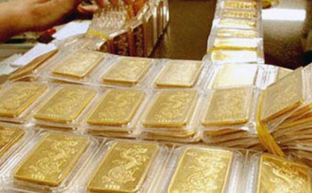 Đừng liều ôm vàng, tiền mặt bây giờ là